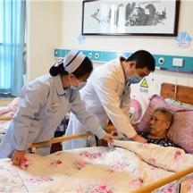 """這個急診科醫生 24小時開機為老年人""""待命"""""""