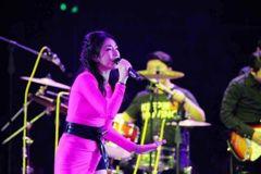 女歌手成立V基金资助数百人