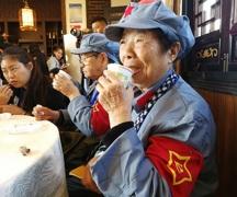 """""""湘女""""奶奶说:这杯家乡的豆子芝麻茶 她盼了60多年"""