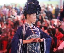 美翻!湖南女红艺术节 湘女民族手工服饰亮相引惊叹