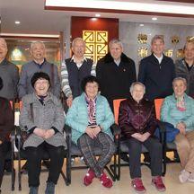 63年后相聚的白發同學會
