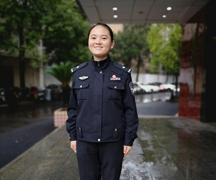 """""""最美女交警""""陶姗:""""90后""""湘妹子与交警队里的暖心幕后"""